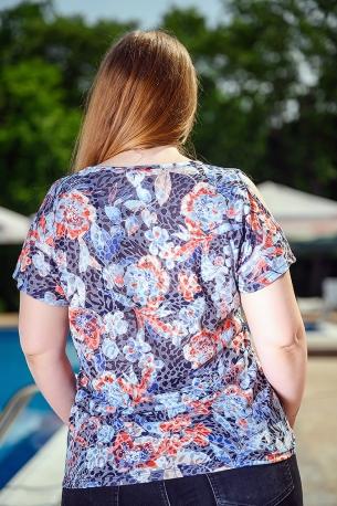 Блуза от горена вискоза с голо рамо (син)