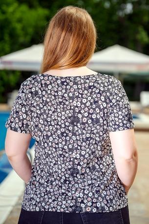 Свежа блуза с оригинален принт (черен)