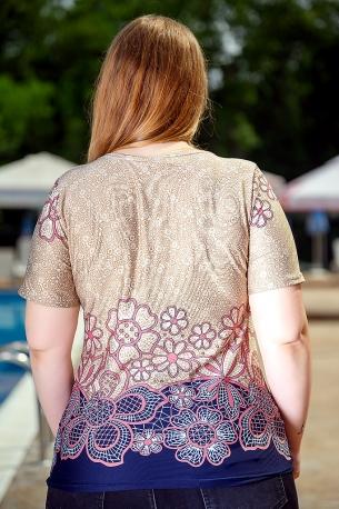 Свежа блуза с оригинален принт (бежов на цветя)